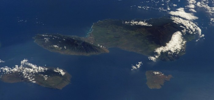 Maui, Lānaʻi, and Kaho'olawe as seen from space. (Credit: Astronaut Rex Walheim of NASA, 2008)