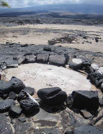 Naturally occurring and human-made salt collection pans like this one at Kalaemāno represent a traditional practice that supported people in a harsh environment. Salt was a resource that could be exchanged for goods with other communities and it also offered a means to preserve food locally. It remains an important resource due to its practical and cultural value.